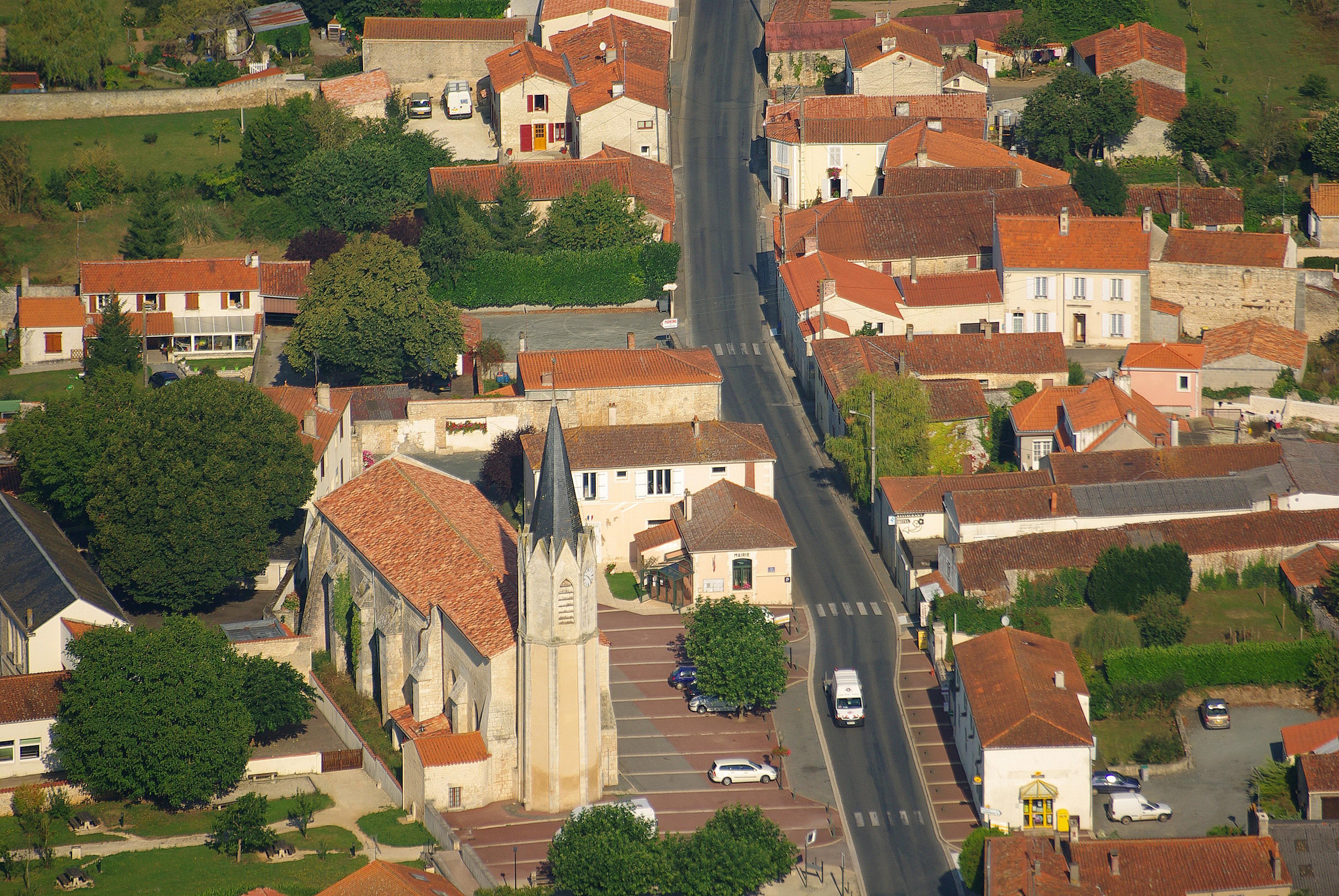 photo-place-de-mouzeuil